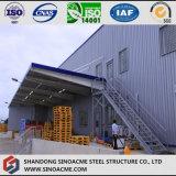 Magazzino logistico prefabbricato chiaro della struttura d'acciaio