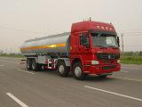 Tipo 8X4 de Sinotruk que conduz o caminhão de tanque do petróleo