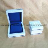Kingly Prueの白い木の宝石類のパッケージの卸売の宝石箱