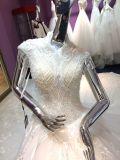 Lusso che borda i vestiti da cerimonia nuziale bianchi per la sposa