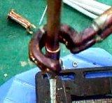 ブレイズ溶接の銅、真鍮の管接合箇所のための移動式誘導加熱ろう付け機械