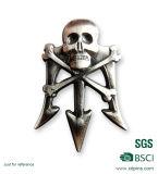 Pin de la solapa del metal de la insignia del cráneo con el corchete de la mariposa
