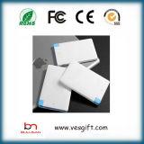 Slim Kreditkarte 1800mAh Energien-Bank mit integriertem Kabelhalter iPhone / iPad
