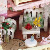 Casa de muñeca de madera de DIY para la decoración casera