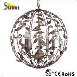 En forma de bola de hierro marrón luz pendiente