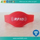 Kundenspezifischer SilikonWristband des Qr Code-13.56MHz Ntag213 RFID