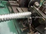 Canalização do metal flexível que faz a máquina para o cabo