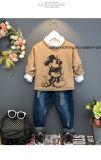 プルオーバーの長い袖の漫画によって模造される子供のTシャツ