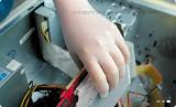 Guanti liberi del vinile della polvere di colore della radura di prezzi competitivi per industria di elettronica