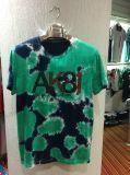 T-shirt à manches courtes bleu et foncé avec lavage de vêtements