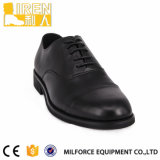 人のための完全な穀物牛革役人の軍の靴