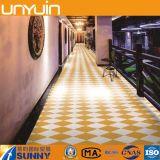 Desgaste - azulejo de suelo comercial resistente del PVC del Rhombus