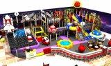 Campo de jogos interno do tema do espaço do divertimento do elogio