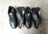 Zapato común en el precio muy barato para el muchacho de la lona