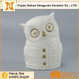Figura di ceramica bianca del gufo per il regalo da tavolino