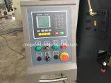 El CNC presiona la dobladora hidráulica del freno