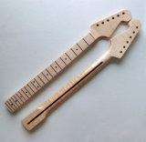 未完成の一つのFingerboardはかえでの遠いギターの首を炎にあてた