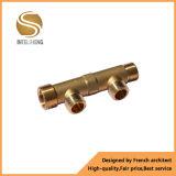 Distribuidor de bronze com o punho para a tubulação