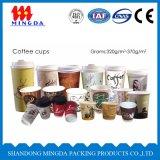 使い捨て可能で熱いコーヒー紙コップ