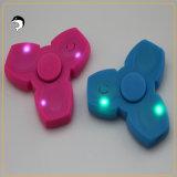 LED는 싱숭생숭함 손 핑거 방적공 무선 Bluetooth 스피커 초점 장난감을 불이 켜진다