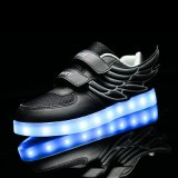 O diodo emissor de luz barato da alta qualidade calç a luz clara, piscando das sapatas, sapatas leves instantâneas
