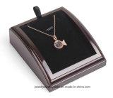 Индикация кольца черной белой двухлобной стойки ювелирных изделий привесная