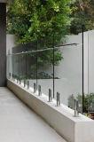 バルコニーのステンレス鋼明確な緩和されたガラスが付いているガラス階段柵