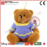 Urso do brinquedo do luxuoso na camisola