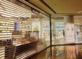 Высокосортный кристалл ходит по магазинам дверь