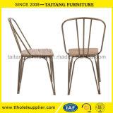 鉄の宴会棒椅子のビストロの椅子