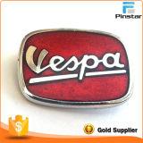 Черный и красный значок Pin отворотом эмали Vespa