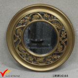 Espejo colgado dorada de madera con marco de la vendimia francesa