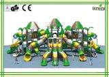 屋外運動場公園および幼稚園の大きいジャングルの木の屋外の運動場