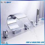 Mélangeur en laiton répandu de l'eau de baquet de cascade à écriture ligne par ligne de 5 parties avec la douche de main
