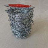 熱浸されるか、または電気電流を通された有刺鉄線
