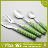 卸し売り高品質の環境に優しく多彩なプラスチックハンドルのスプーンのフォークのナイフセット