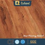 8.3mm HDF AC3はカシ木木の薄板にされた積層のフロアーリングを浮彫りにした