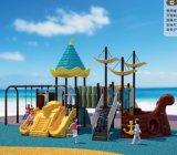 Equipamento do campo de jogos das crianças com projeto de navio do pirata