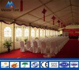 Tienda grande al aire libre de la carpa con la alfombra para el banquete de boda