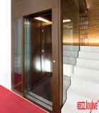 Pequeño elevador de la elevación del chalet barato de la casa con las escaleras