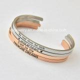 Populärer neigender Edelstahl passte Slogan personifiziertes geöffnetes Stulpe-Armband an