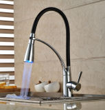 2017新しいデザインLED真鍮の台所コック