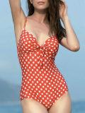 Un pezzo solo sexy dello Swimwear del bikini del PUNTINO rosso che tira lo Swimwear in secco del vestito