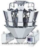重量を量る機械を詰めるポテトチップ