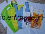 別のカラーのプラスチックショッピング・バッグ