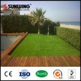 新しい優れた安い緑の人工的な草の泥炭の芝生の製造業者