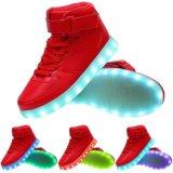 USB dos homens & das mulheres que cobra as sapatilhas de piscamento de incandescência coloridas leves do lazer