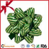 クリスマスの装飾のためのギフトの印刷されたより白い星の弓