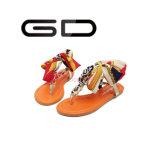 Gdshoe最新のDeisgnの夏浜は卸売のための絹の平らなサンダルの安く平らなサンダルに蹄鉄を打つ