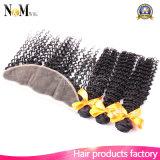 Fechamento frontal com pacotes, cabelo brasileiro Curly Kinky do laço da densidade de 130% do Virgin do Afro 3 pacotes com laço 13X4 frontal do fechamento